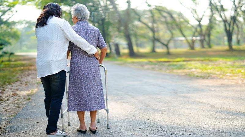 cuando llevar a un familiar anciano a una residencia